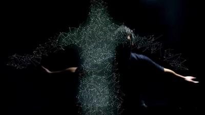 MAT3R DOLOROSA  : Un ballet de particules dans son nouveau clip Retroaction !