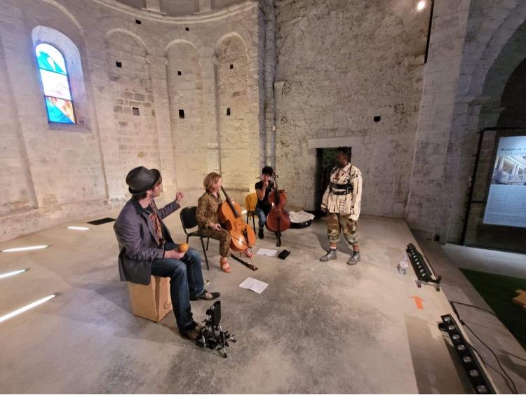 Cession exclusive et acoustique avec Awori accompagné de Jade, Emmanuelle et de Quentin!